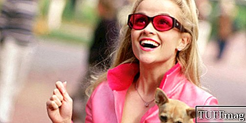 Reese Witherspoon Still Ņemot Style Tips no Elle Woods
