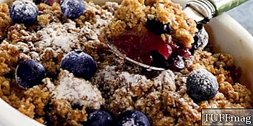 Resipi Blueberry, Rhubarb, Strawberry dan Oatmeal Crumble yang Mouth-Watering